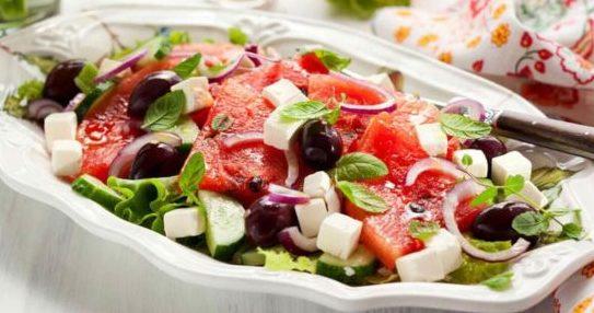 Салат: с арбузом и сыром