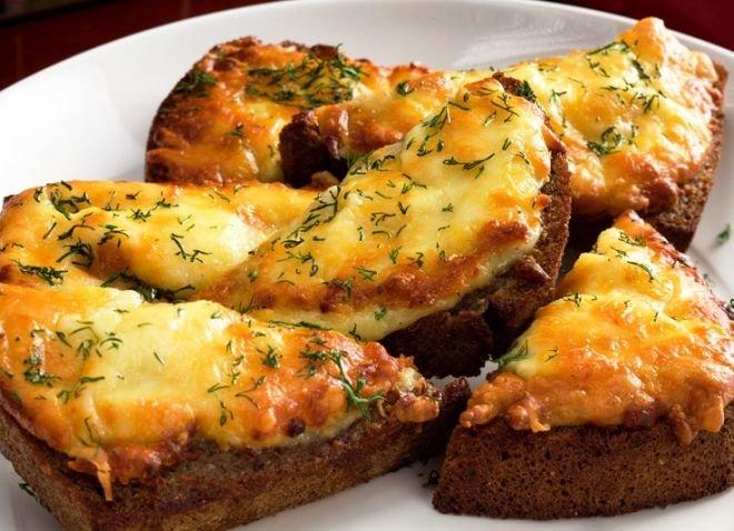 Сэндвич: запечённый с сыром и луком