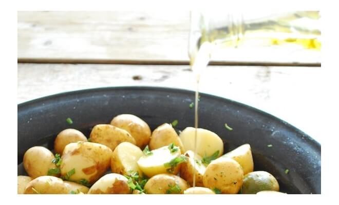 Молодой картофель: тушённый