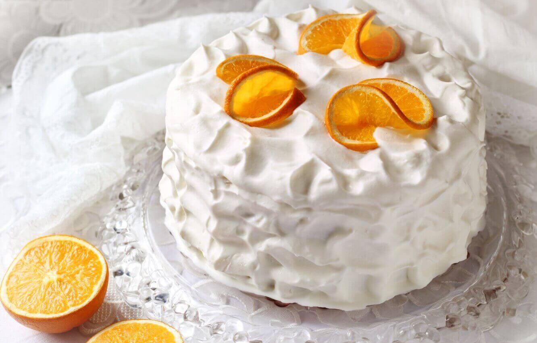 Торт: белый с апельсинами