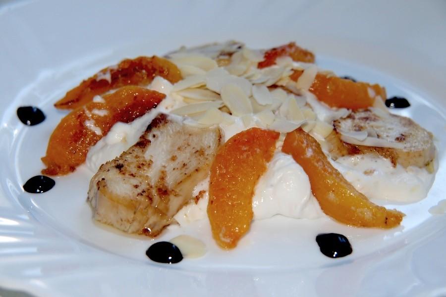 Салат: с курицей и абрикосами