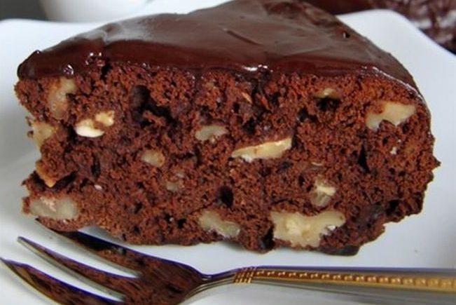 Шоколадный торт: с орехами