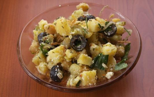 САЛАТ: из картофеля и маслин